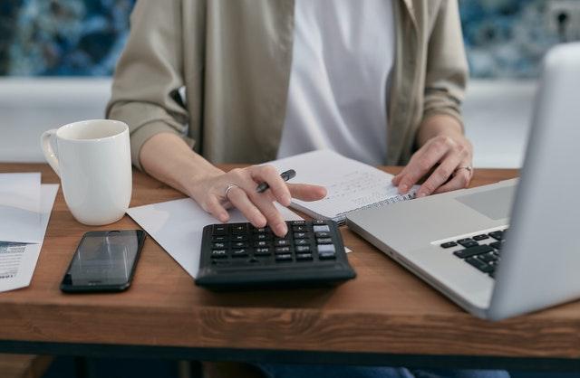 Faktoring to nowa usługa, która ułatwia nam stabilność finansową.